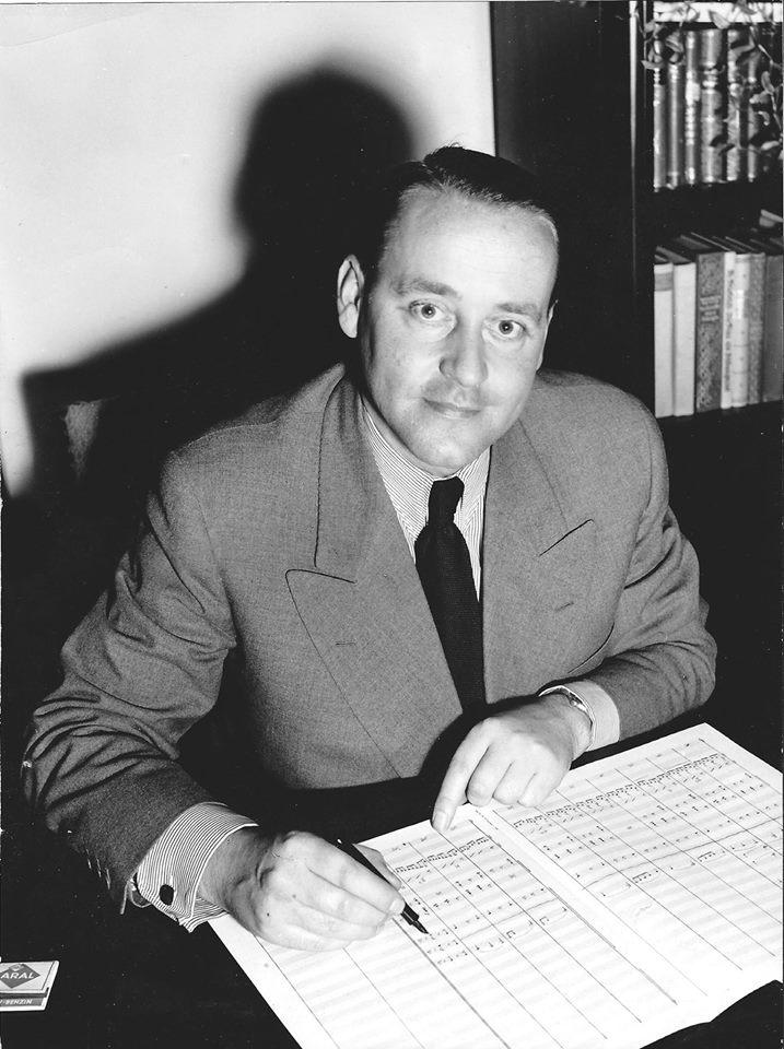 Ein Bild aus den 60er Jahren: Komponist Franz-Josef Breuer schreibt Noten. (Foto: Winni Otto)